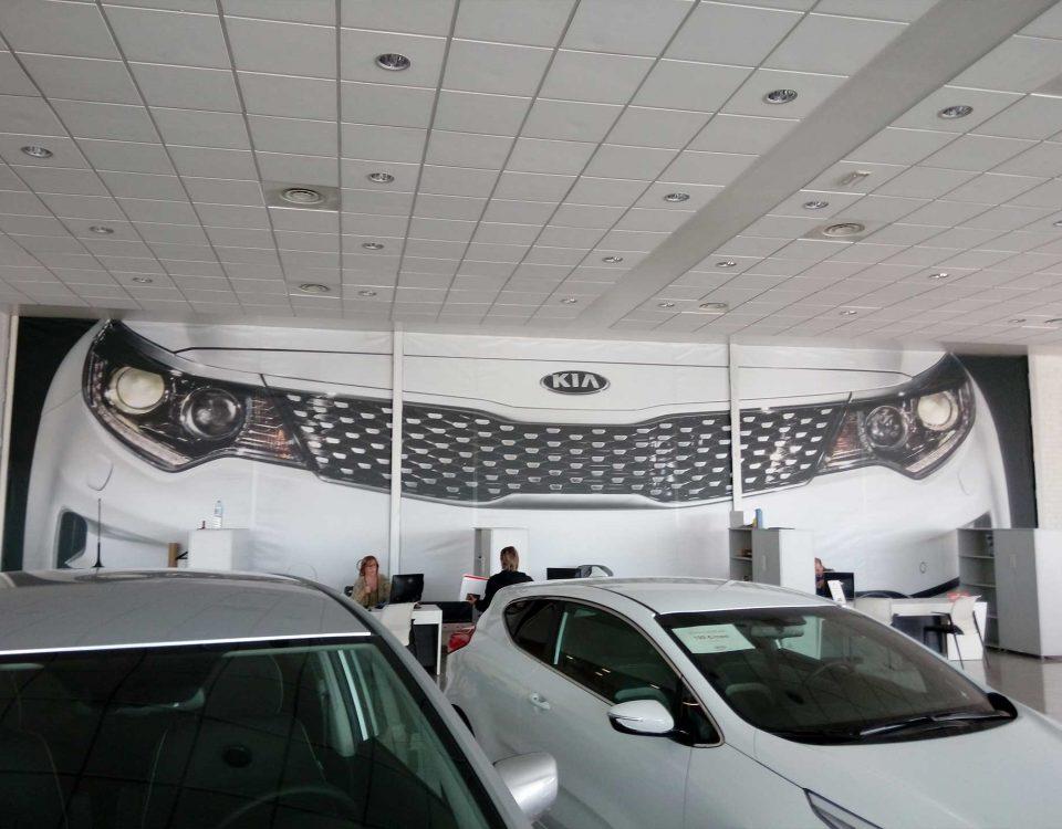- fotomural en lona per casa de coches Kia Lleida