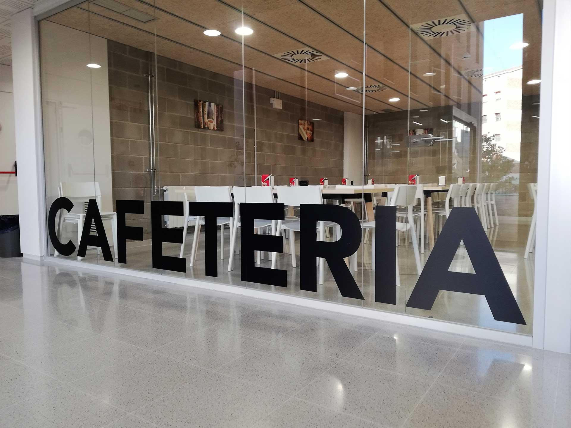 roide , cafeteria , vinilo en cristal , adhesivo personalizado , negro , letras grandes , publicidad , bar , propaganda ,