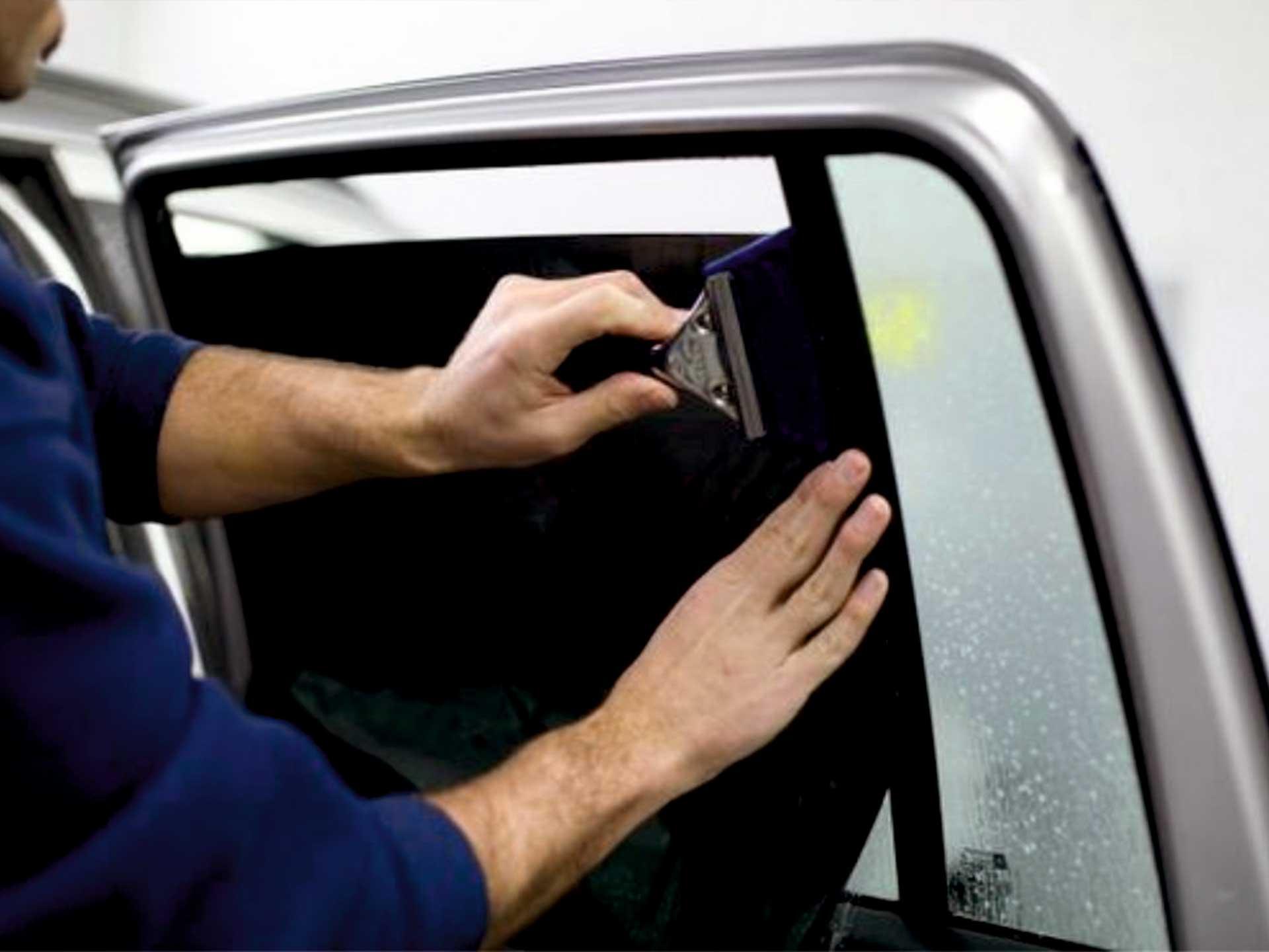 tintado, cristales, puerta, coche, instalacion, precio economico cristales, vinilo, proteccion solar para coche